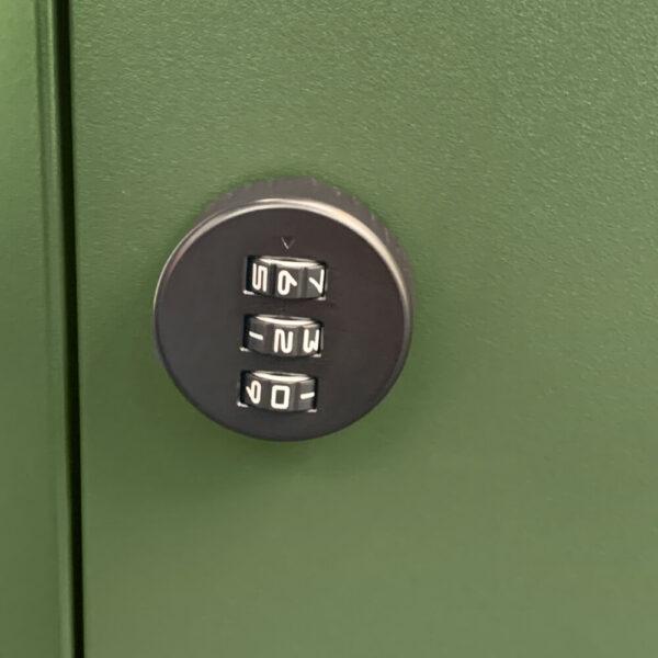 Locking mechanism on the green parcel box